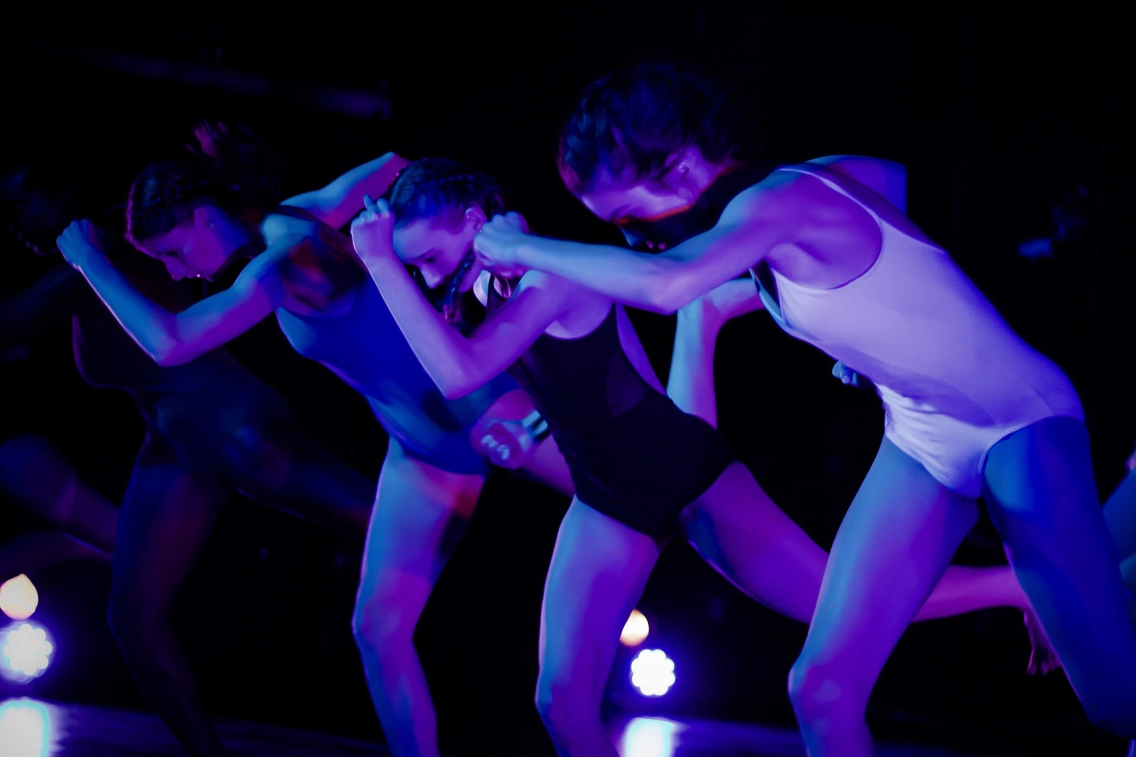 - OM still growing is an opportunity created for pre-professional dancers aged 12-17 years who are serious about contemporary dance and further developing their artistic voice. This young company is geared towards bridging the gap between extracurricular dance classes and professional dance opportunities, while fostering the pre-existing abilities that the dancers already obtains.Dancers who are selected from the audition, will take weekly class with their assigned OM still growing company and prepare for their production in April 2020. This year the company will be divided into 2 tracks; OM still growing and OM still growing II (training company).