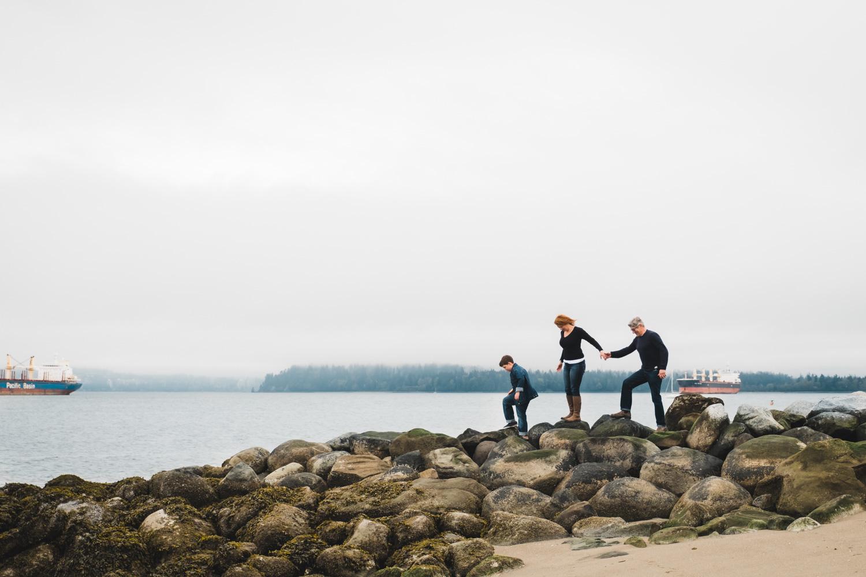 Family-Photos-Rocks-Vancouver.jpg