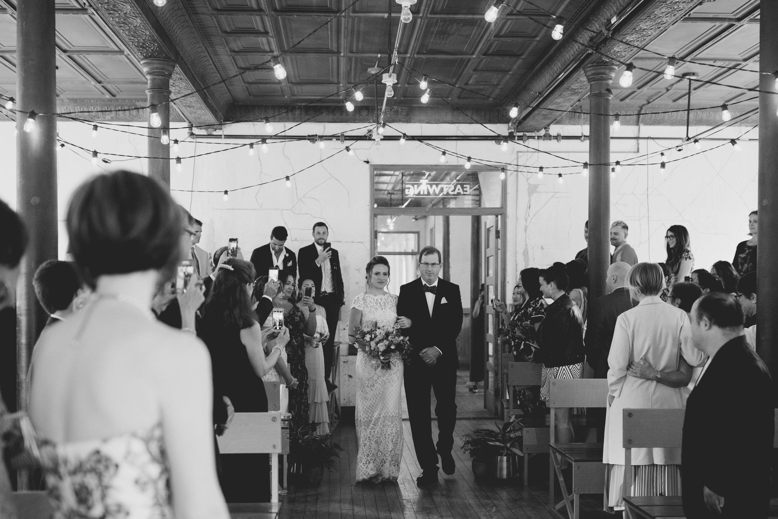 amandavanvels_headlands_center_wedding_san_francisco_092.jpg