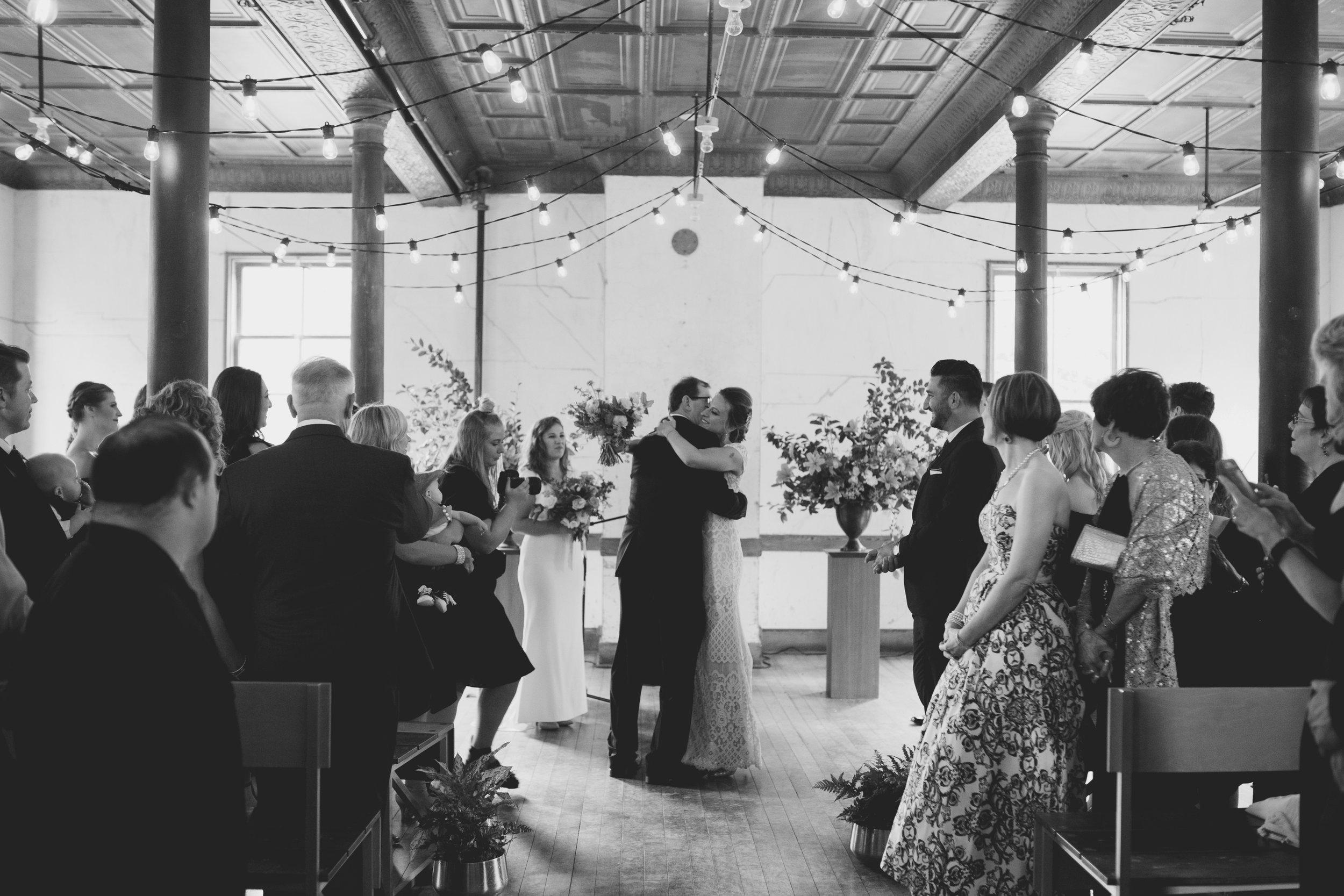 amandavanvels_headlands_center_wedding_san_francisco_095.jpg