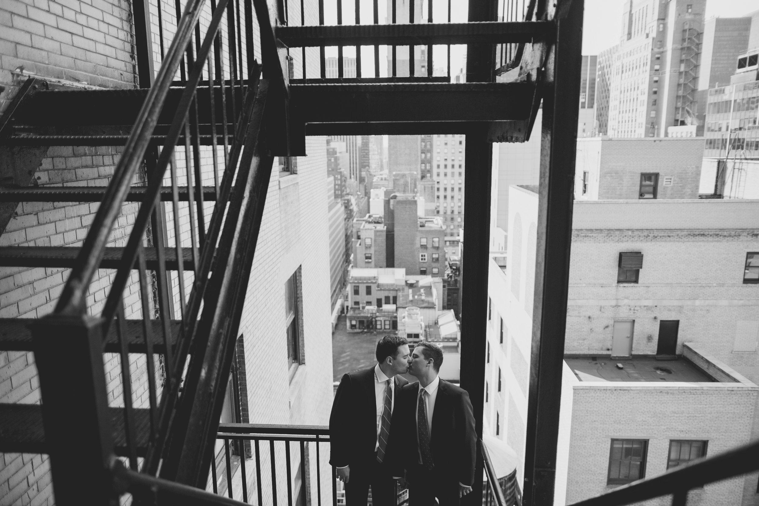 amanda_vanvels_new_york_lgbtq_gay_wedding_032.jpg