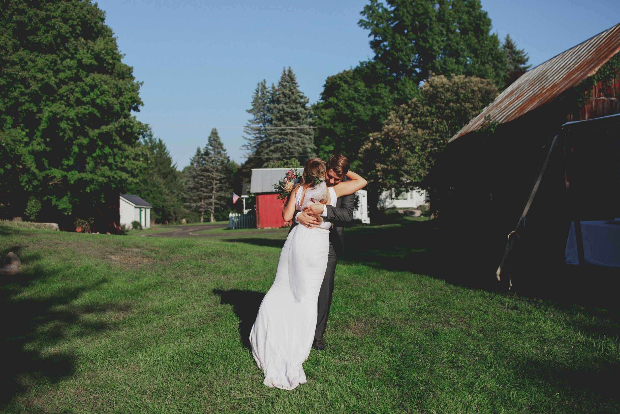 amanda_vanvels_grand_rapids_farm_barn_wedding_077.jpg