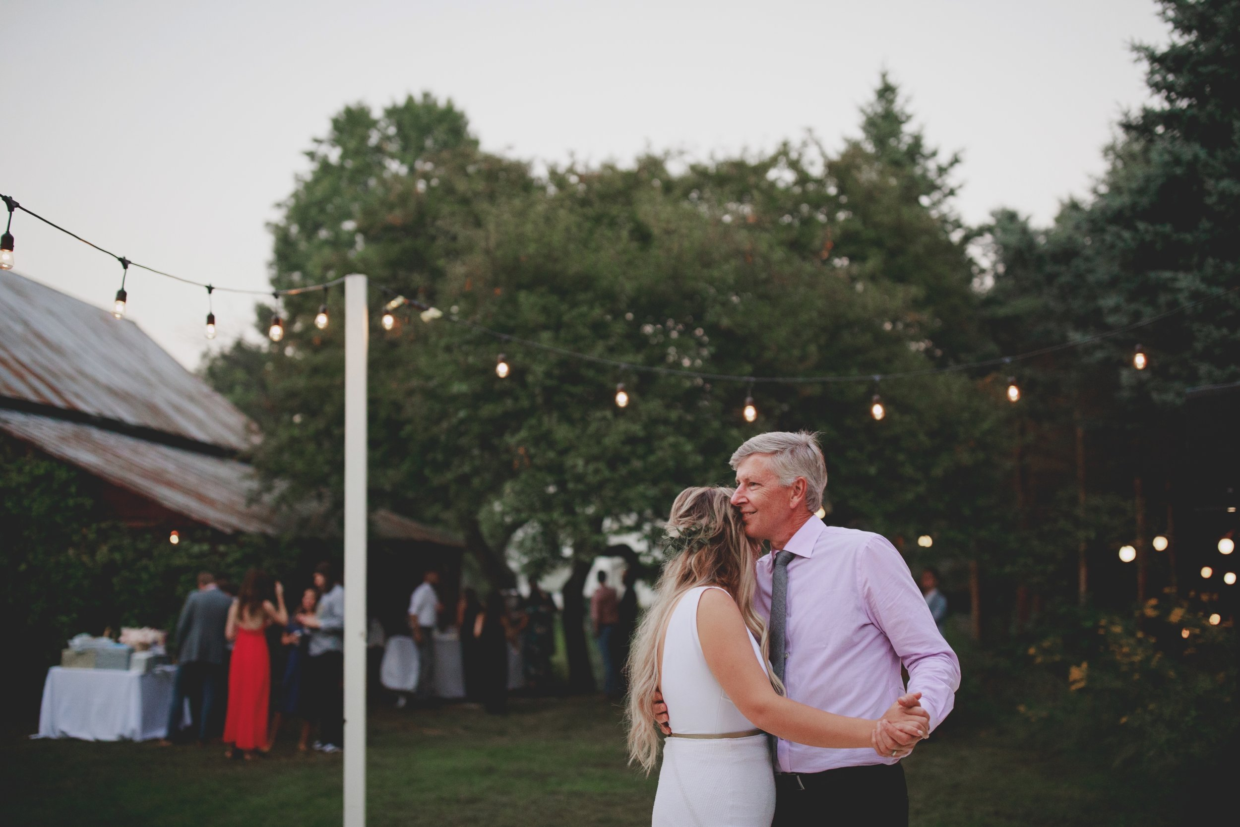 amanda_vanvels_grand_rapids_farm_barn_wedding_126.jpg