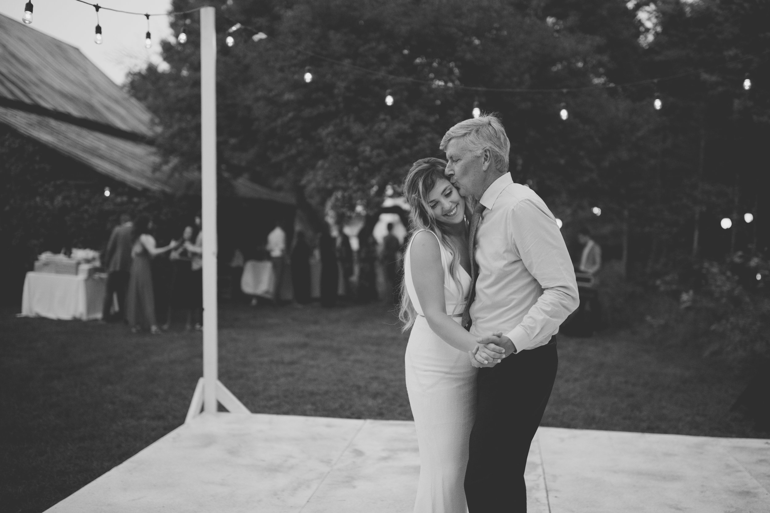 amanda_vanvels_grand_rapids_farm_barn_wedding_127.jpg