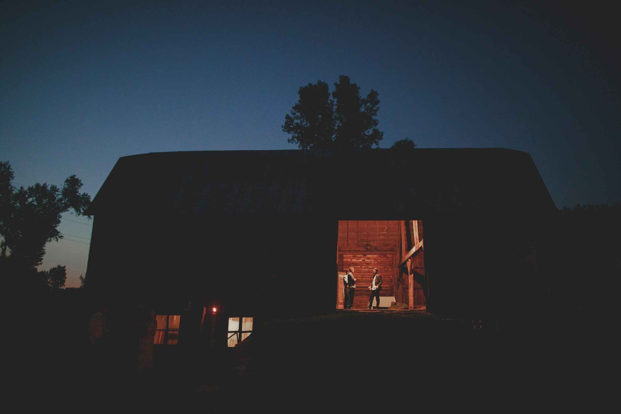 amanda_vanvels_grand_rapids_farm_barn_wedding_137.jpg