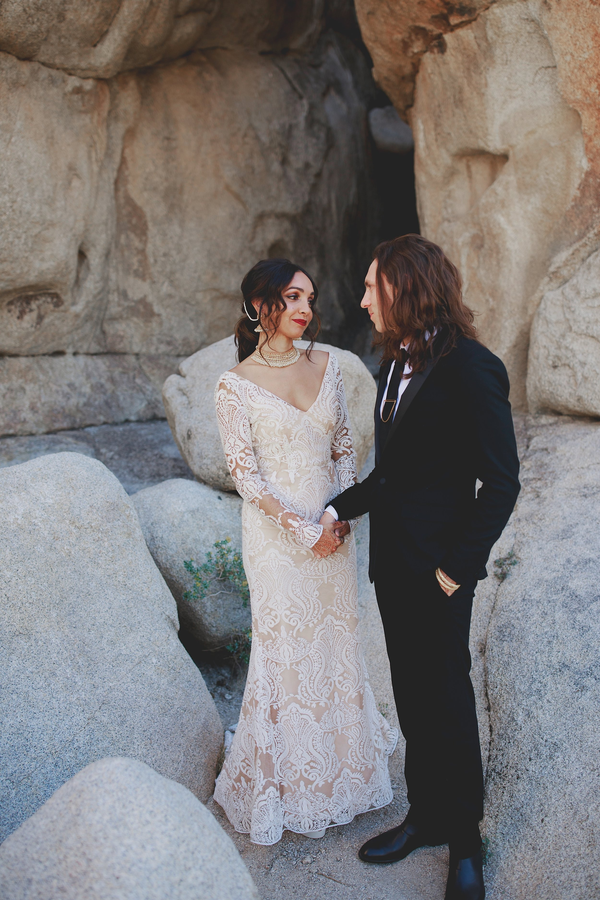 amanda_vanvels_joshua_tree_inn_wedding_036.jpg