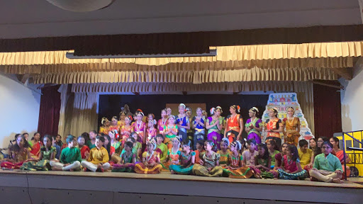 Entire cast of dancers and musicians from Kalaniketan School benefit performance