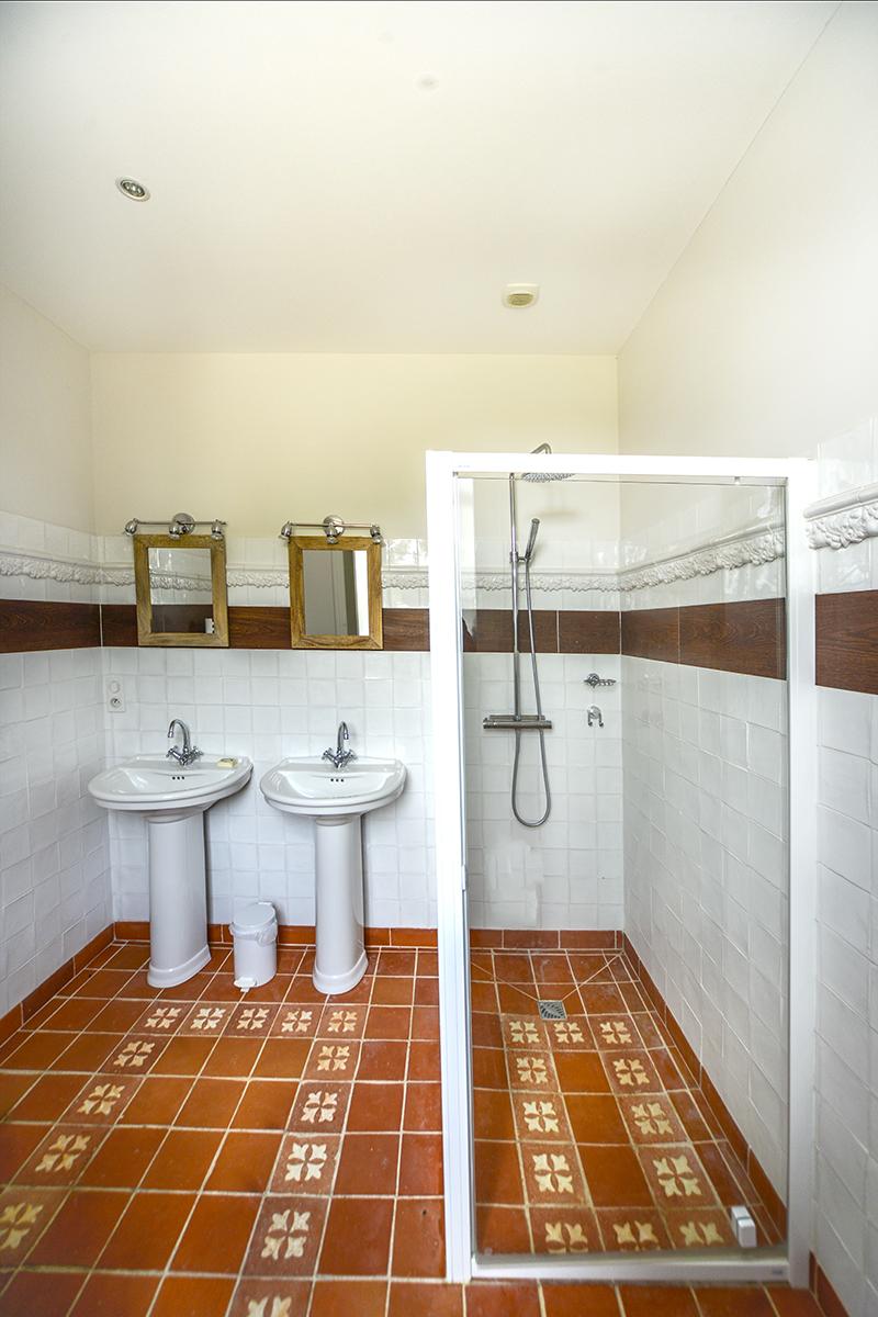 bathroom2_0186.jpg