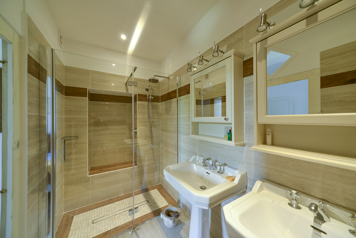bathroom4_0230.jpg