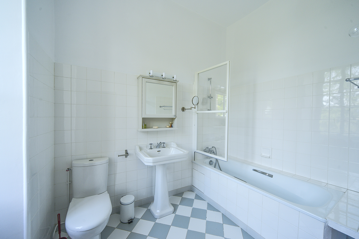 bathroom5_0257.jpg