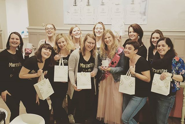 My favourite place is inside your hug 💖💖 (message for Kenny 💕💕💕) . #vrijgezellen #feestje #parfumerie #in_tensity #intensity #antwerpen #workshop #atelier #teambuilding #gezellig #uitje #weekend