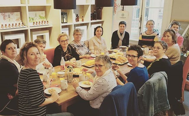 Dames van Lenabeau, prachtige dames met een prachtig initiatief 👍💖💖 . #lenabeau #lotgenoten #borstkanker #vlaanderen #in_tensity #perfume_stories #intensity  #teambuilding #vriendinnen #antwerpen