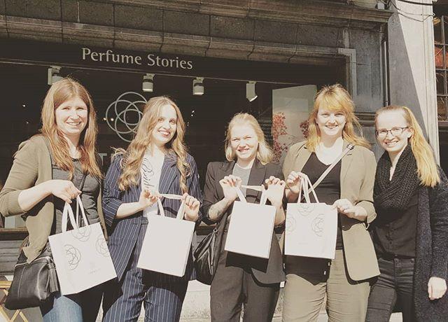 Op stap in de koekestad, parfum atelier en gezellig borrelen 🌼🌼🌼 . #atelier #workshop #vrijgezellen #dagjeuit #opstapinantwerpen #in_tensity #intensity #perfume_stories #vriendinnen #parfum