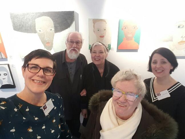 Artnectos Kenneth Engblom med fru Rita Gustavsson (de skulle hämta mina och Orsi Milds tavlorna som ska till Vilnius nu i april, spännande),Kjerstin Krantz Eriksson (med underbara glasögonbågar, sååå coola)och min konstnärsvän och medutställare Orsi Mild