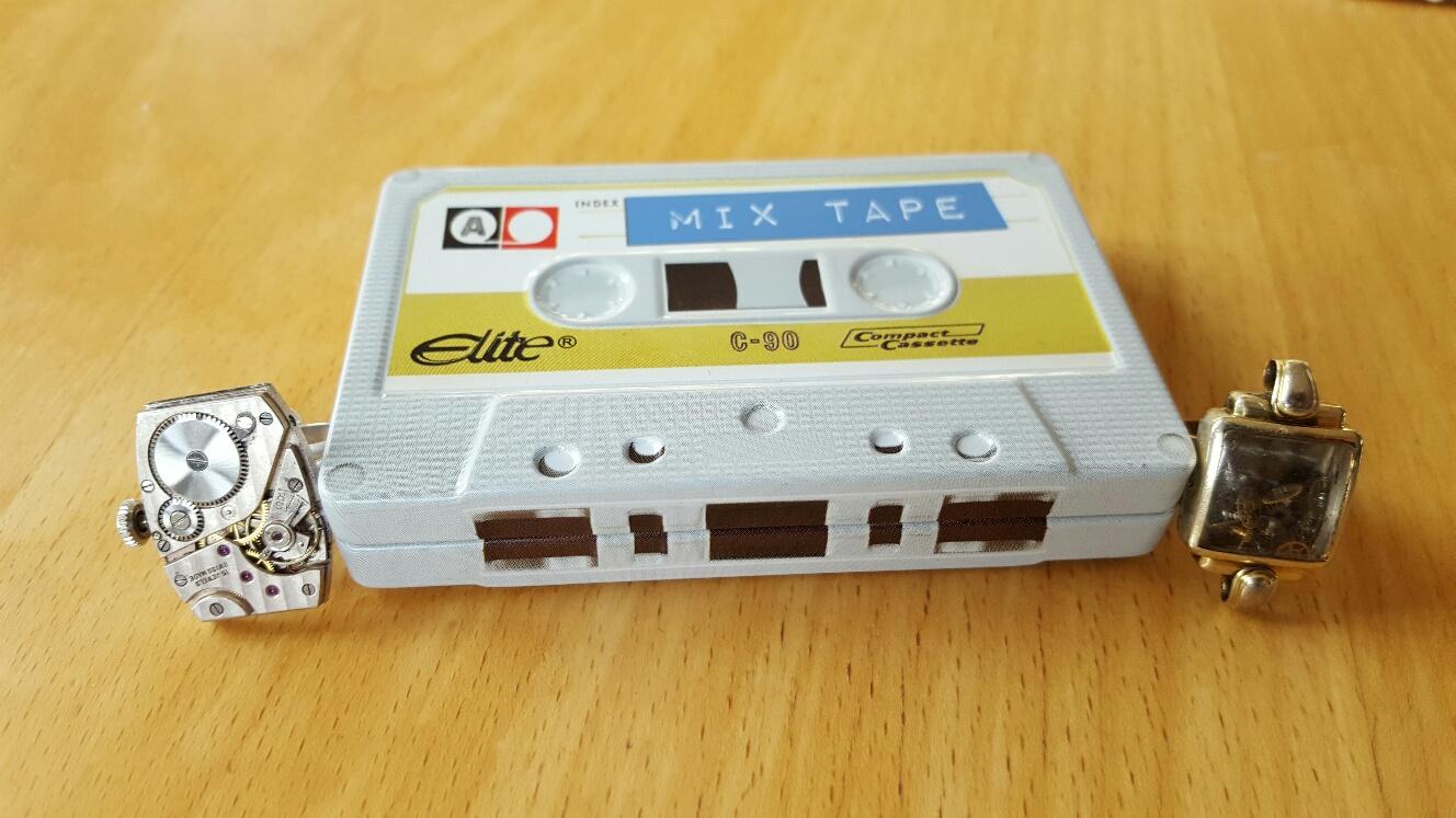Fynd på Tekniska museet! Två ringar gjorda av klockdelar och en plåtask gjord som ett gammalt kassettband! Nostalgifynd!