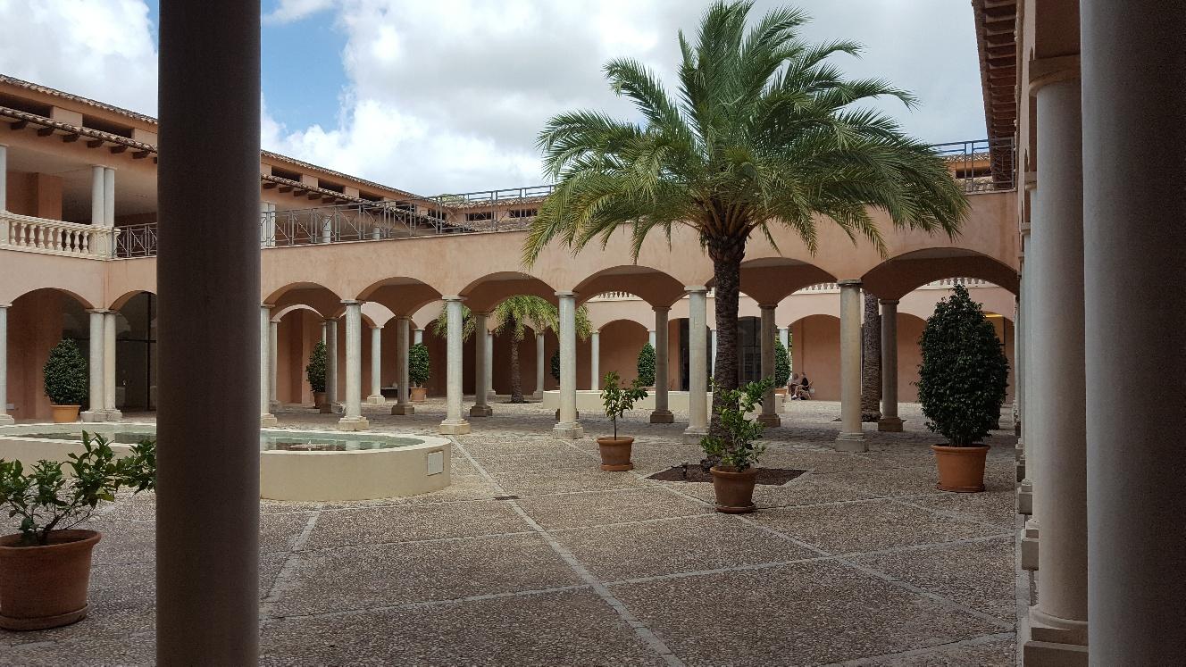 Underbar innergård/ patio
