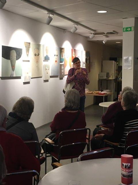 Föredrag om min konst för Hässelby-Vällingby Konstklubb, tillsammans med Orsi Mild. Lokalen var Trappan/Annexet där vår utställning pågår t o m 22 mars. Foto: Orsi Mild.