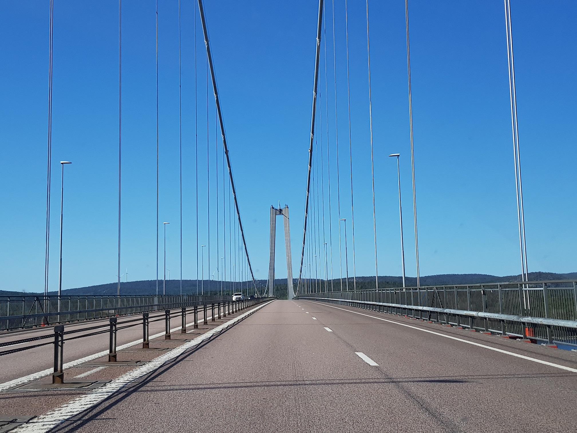 Fantastiskt mäktiga och vackra Höga kusten bron!