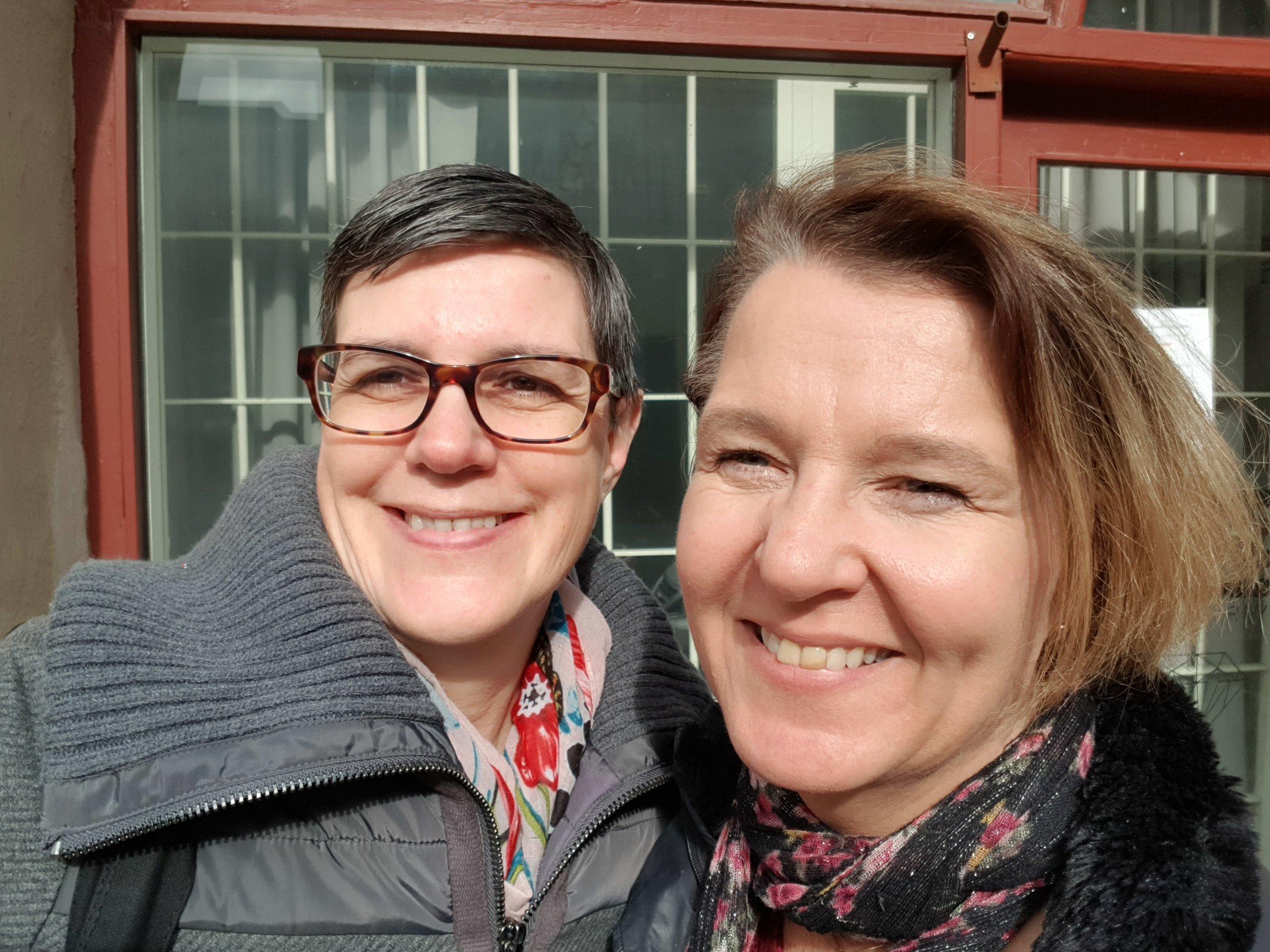 Sarianna Krantz och jag utanför Juste Gallery, i maj blir det utställning tillsammans!