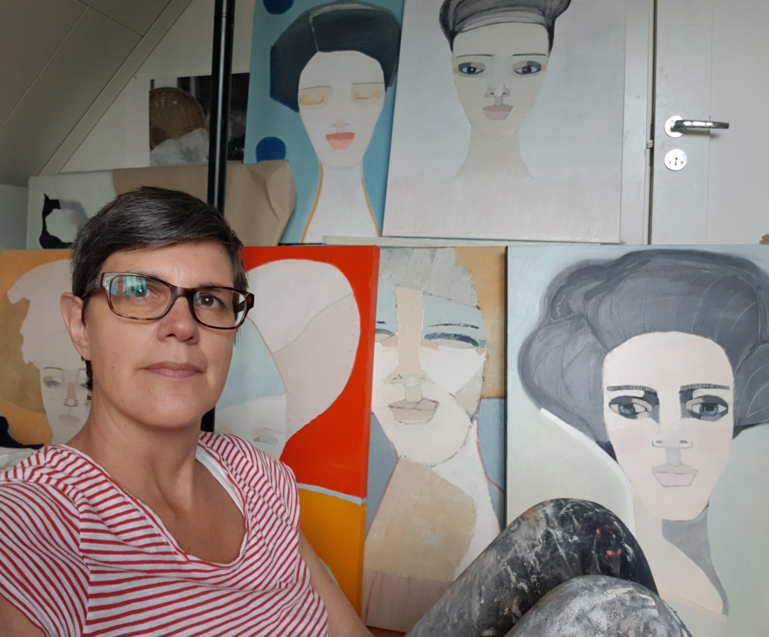 Konstnärinnan själv ;-) framför min alster.