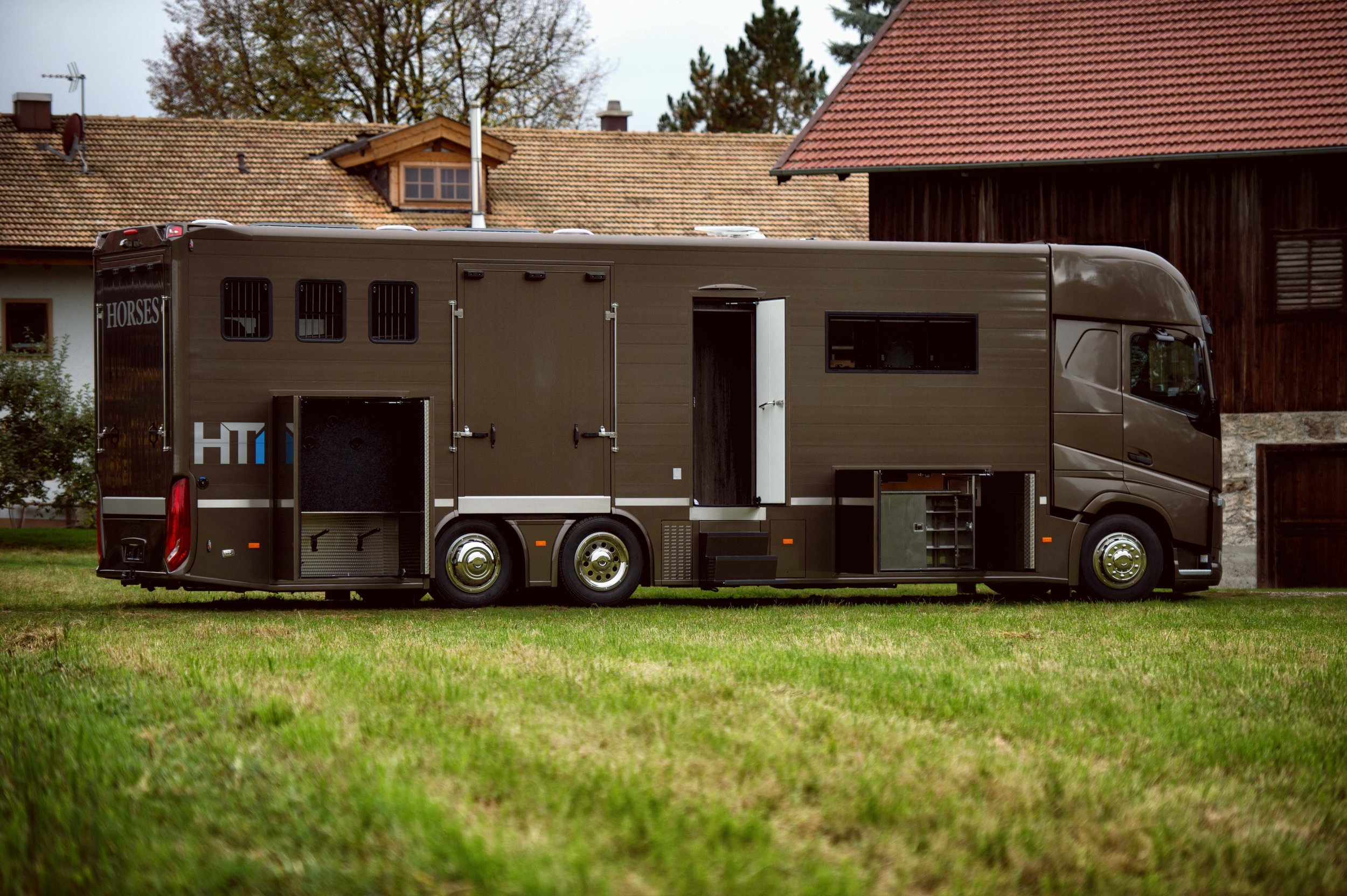Horse Truck Pop out Volvo Aniko Towers Photo Oct17-61.jpg