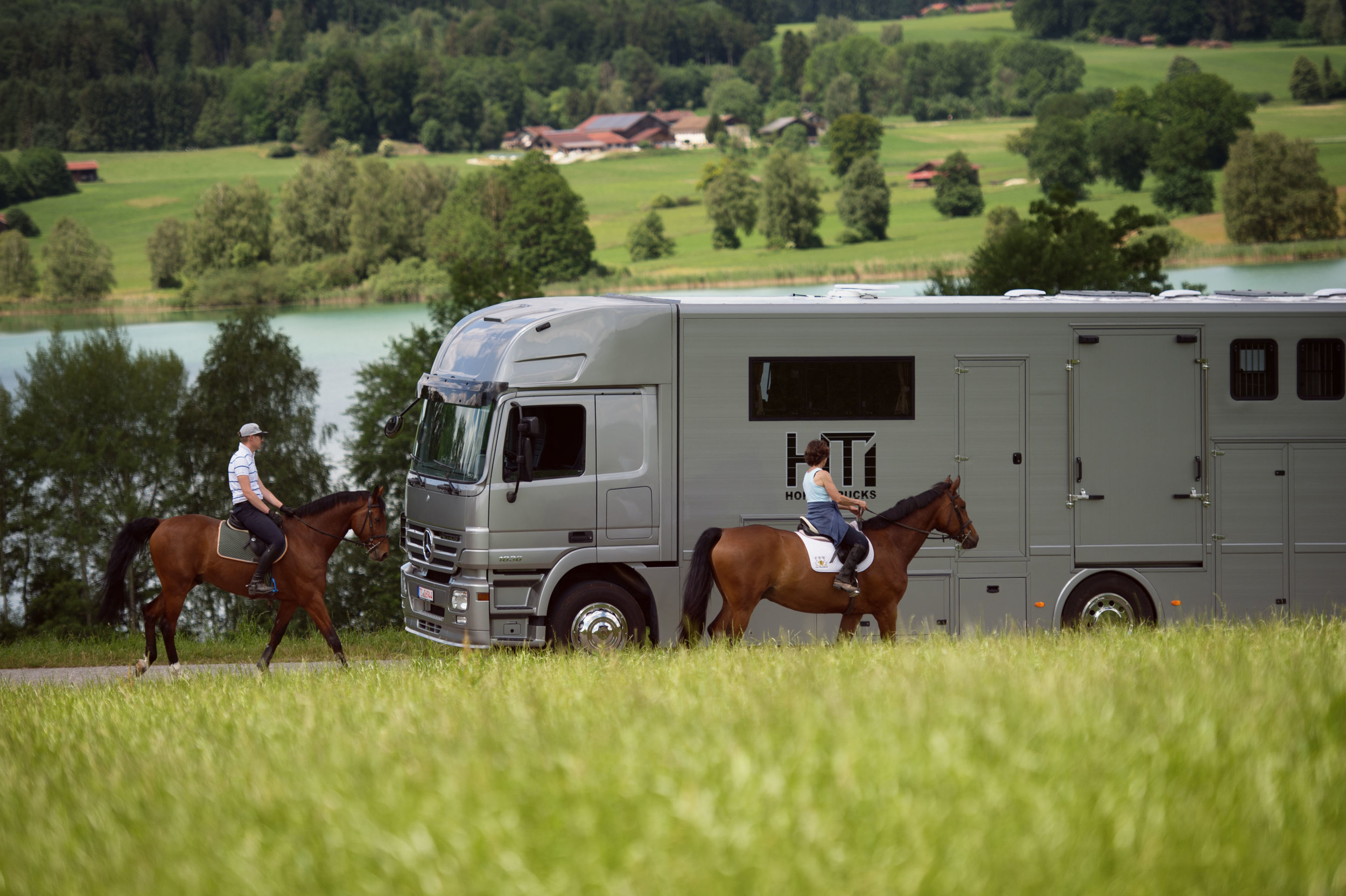 Horse Truck Actros Aniko Towers Photo 12h A-76.jpg