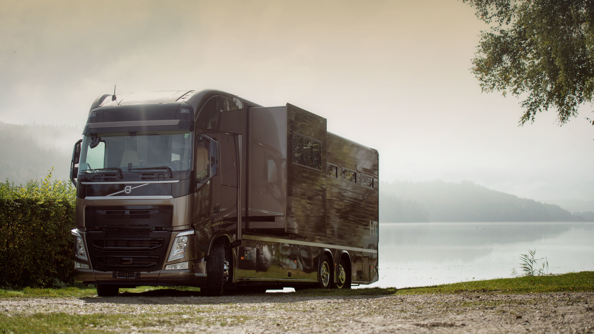 Horse Truck Pop out Volvo Aniko Towers Photo Oct17-144.jpg