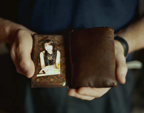 Bo-Erik with a picture of Windey he carried in the wallet while waiting for her to arrive, Agnäs, 2008