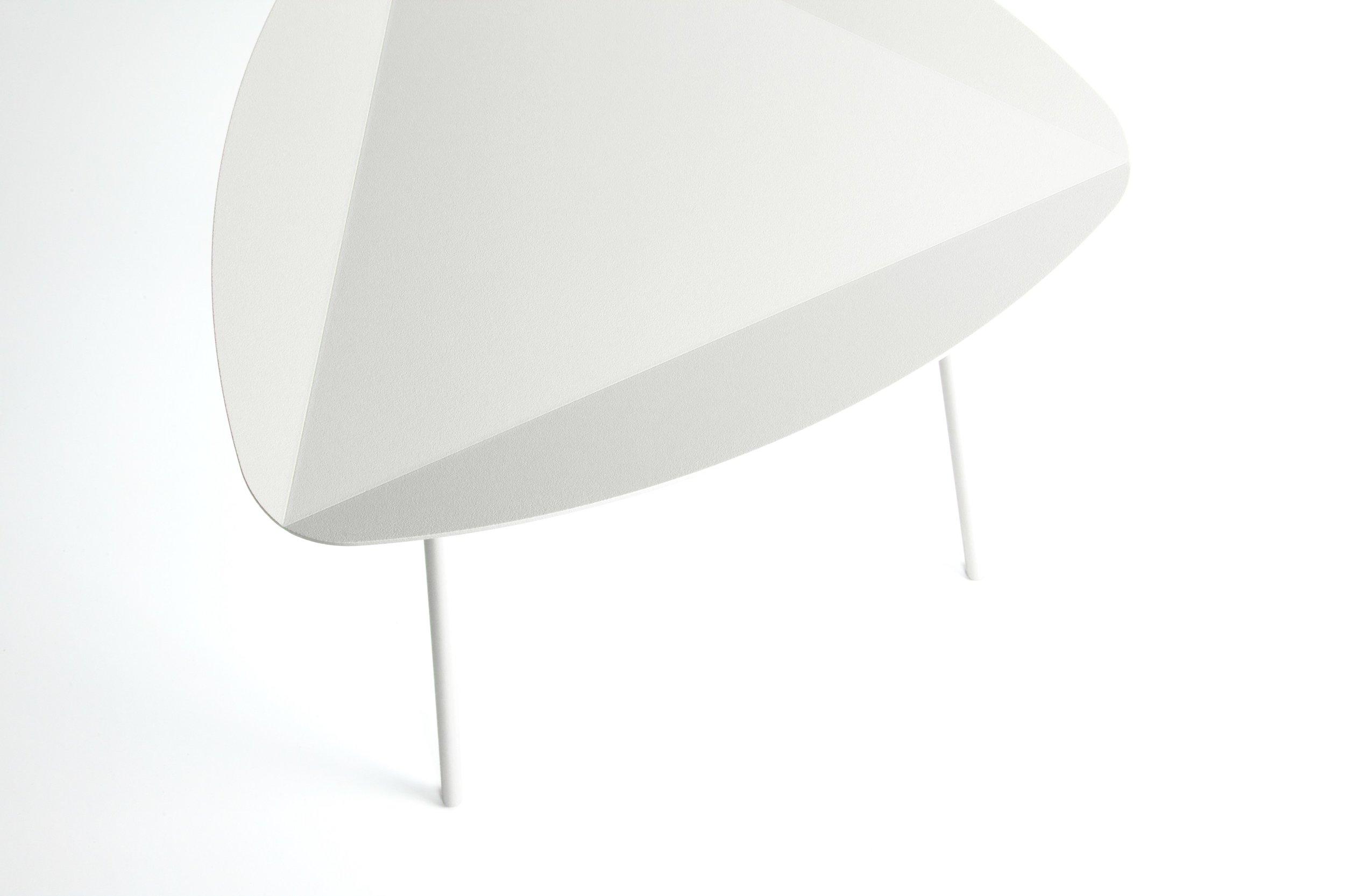 LEITO-Triangular-coffee-table-joval-238695-prel79e7c6e7.jpg