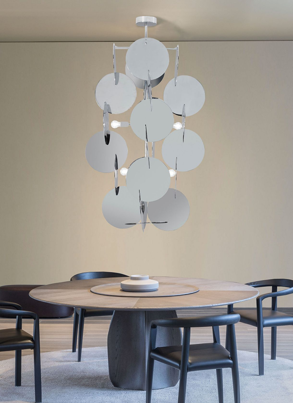 Glamorama, light suspension with psychedelic effect thanks to a polished chrome structure