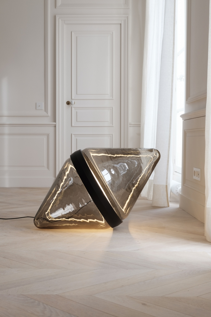 Hollow / Dan Yeffet, glass floor lamp manufactured using a dimmable LED system