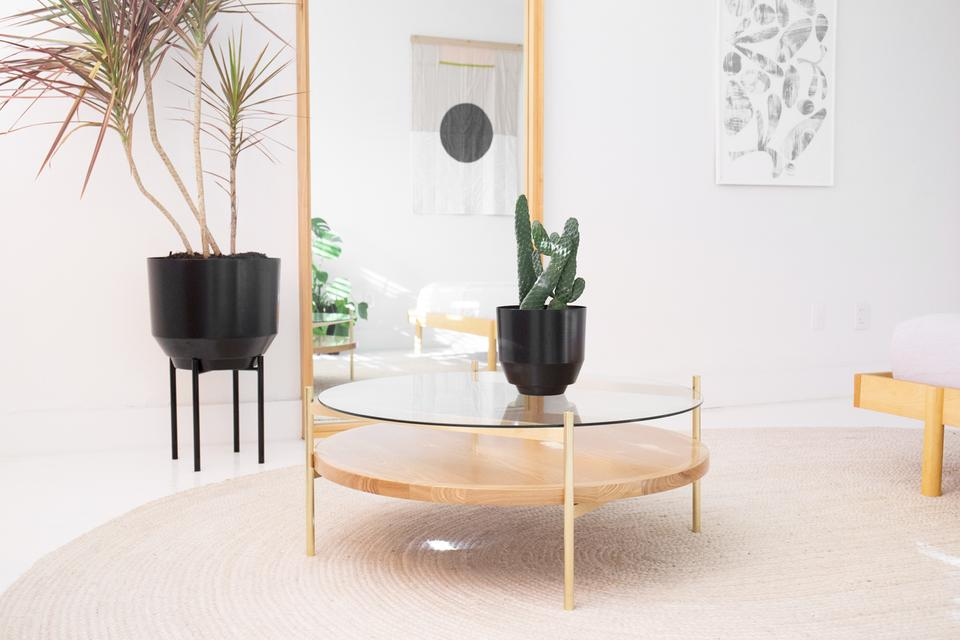 Duotone circular / Yield Design, coffee table in glass, brass and wood