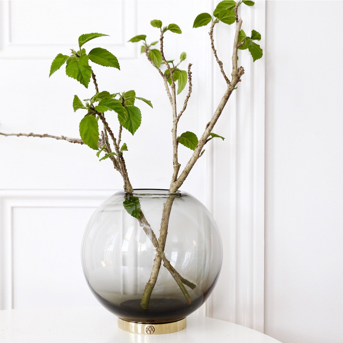 Globe / AYTM, glass and brass vase for a multitude of uses (flowers and plants, candles, candies...)