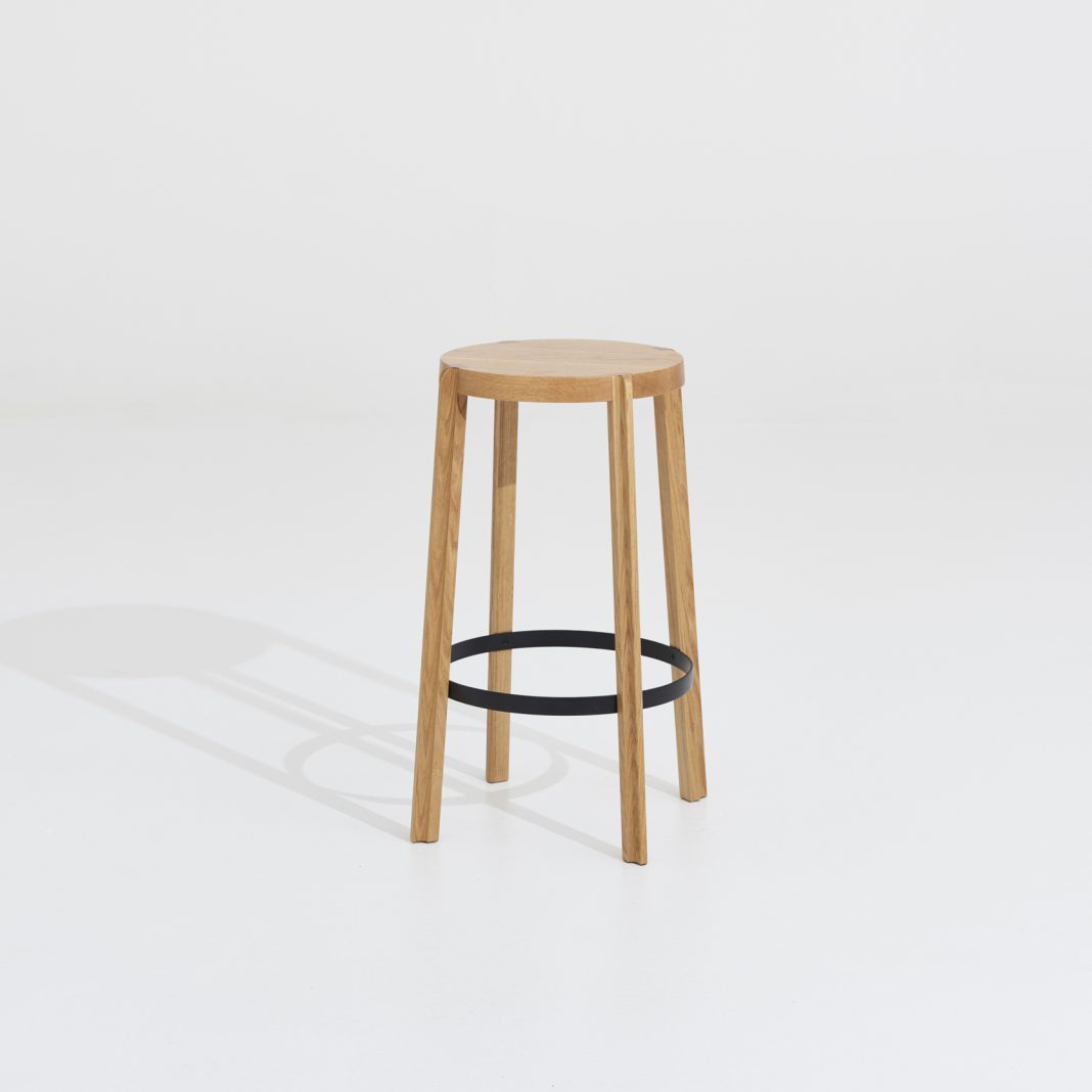 Fin stool / American oak solid wood, variety of finishes, 2 sizes available, high version with steel footrest
