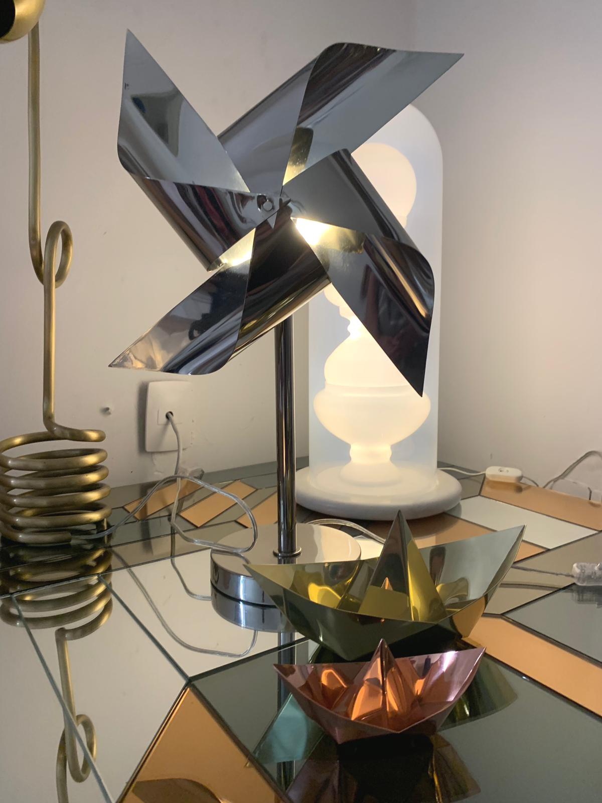 Cata-vento / Bianca Barbato, table lamp