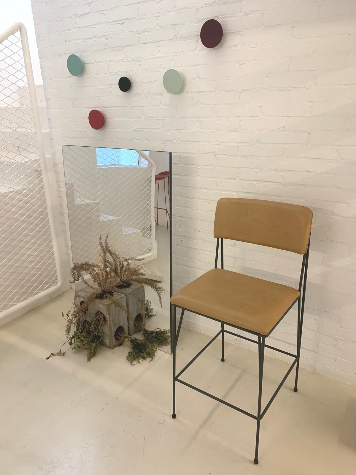 Banqueta Paper / Cremme, bar stool