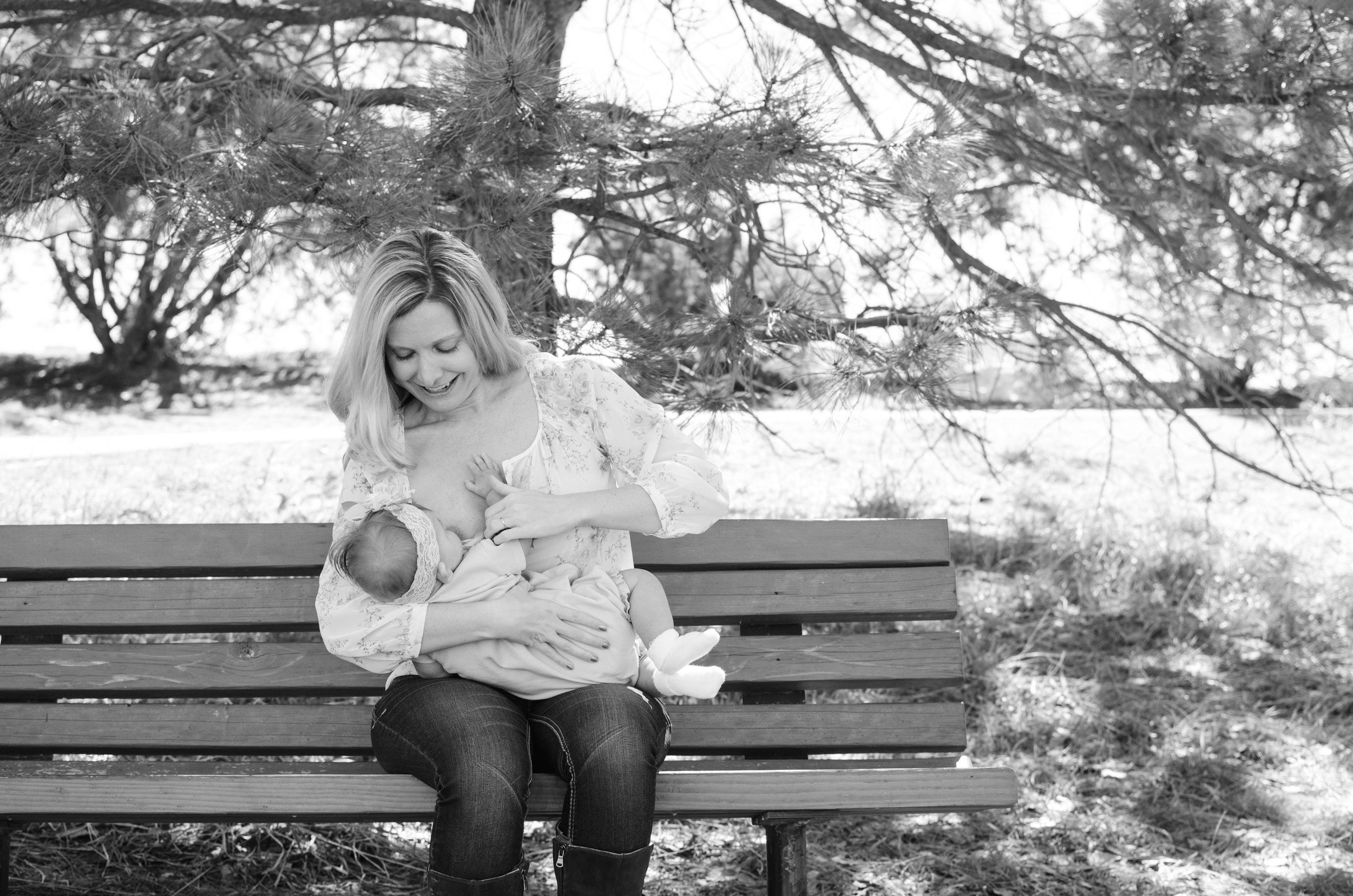 Breastfeeding on a bench, breastfeeding advice, normalize breastfeeding