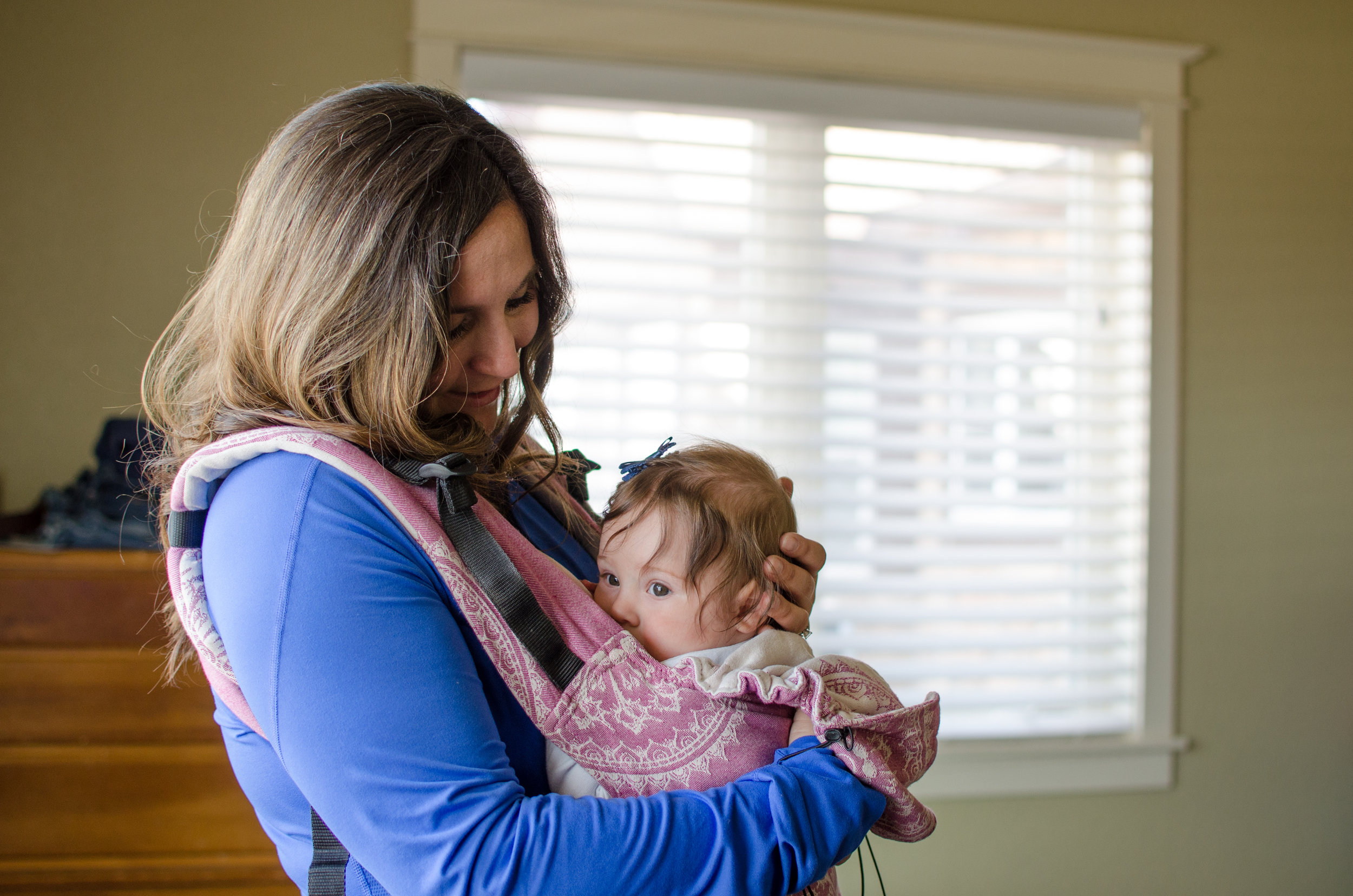 peek a boo, breastfeeding in tula, babywearing mom