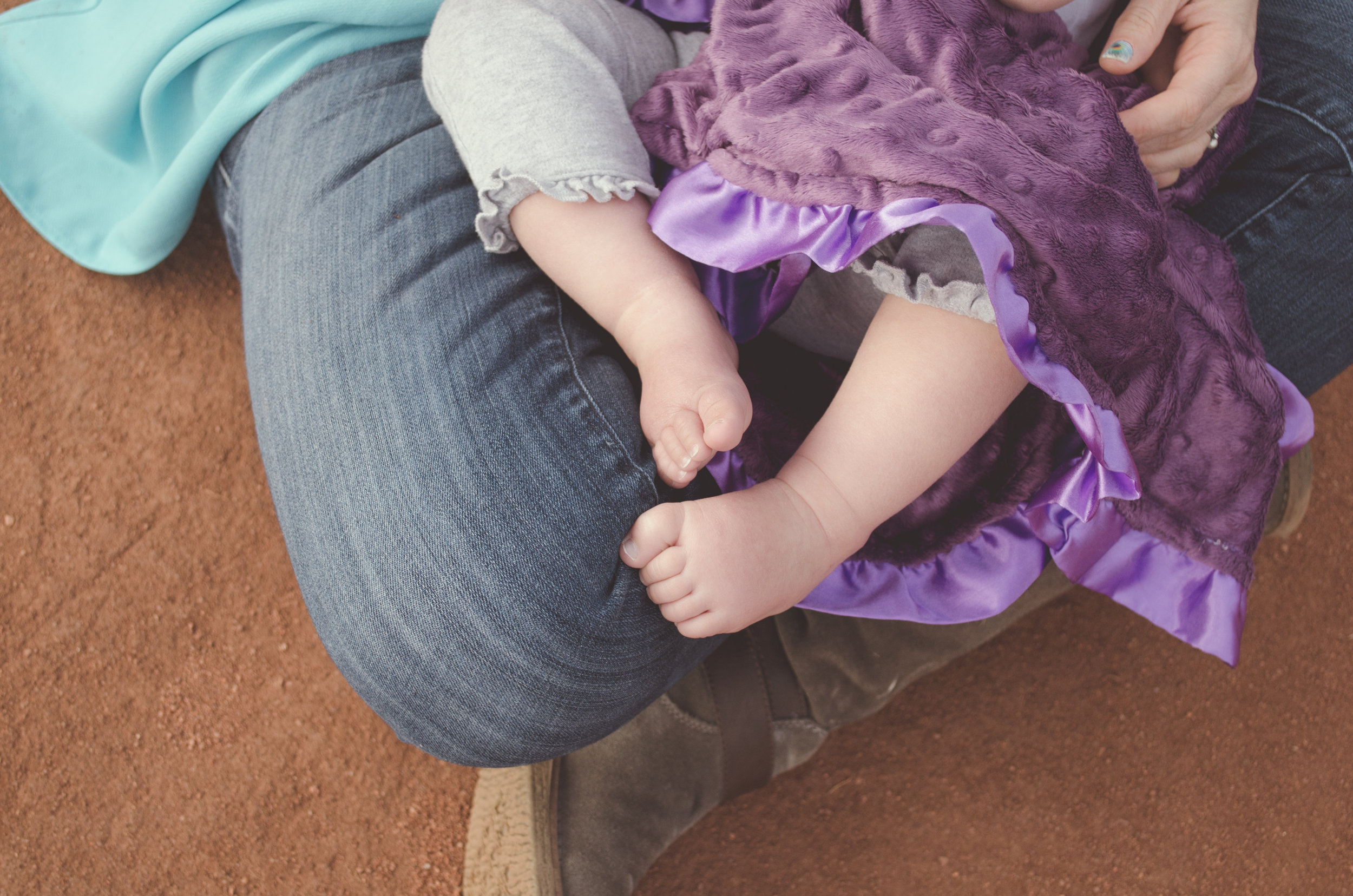 cute little toes, baby play, golden mom