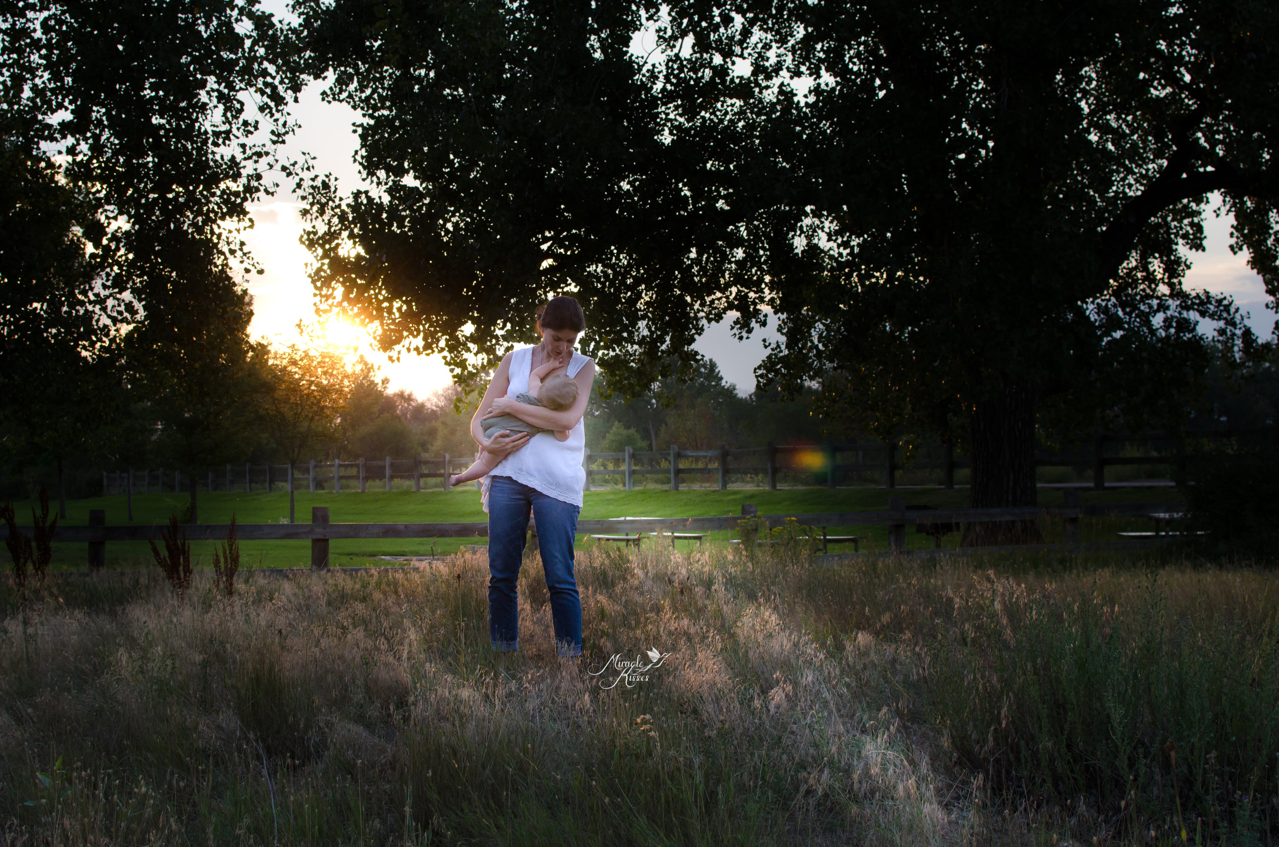 nursing in the park, colorado breastfeeding, mommy and me photo