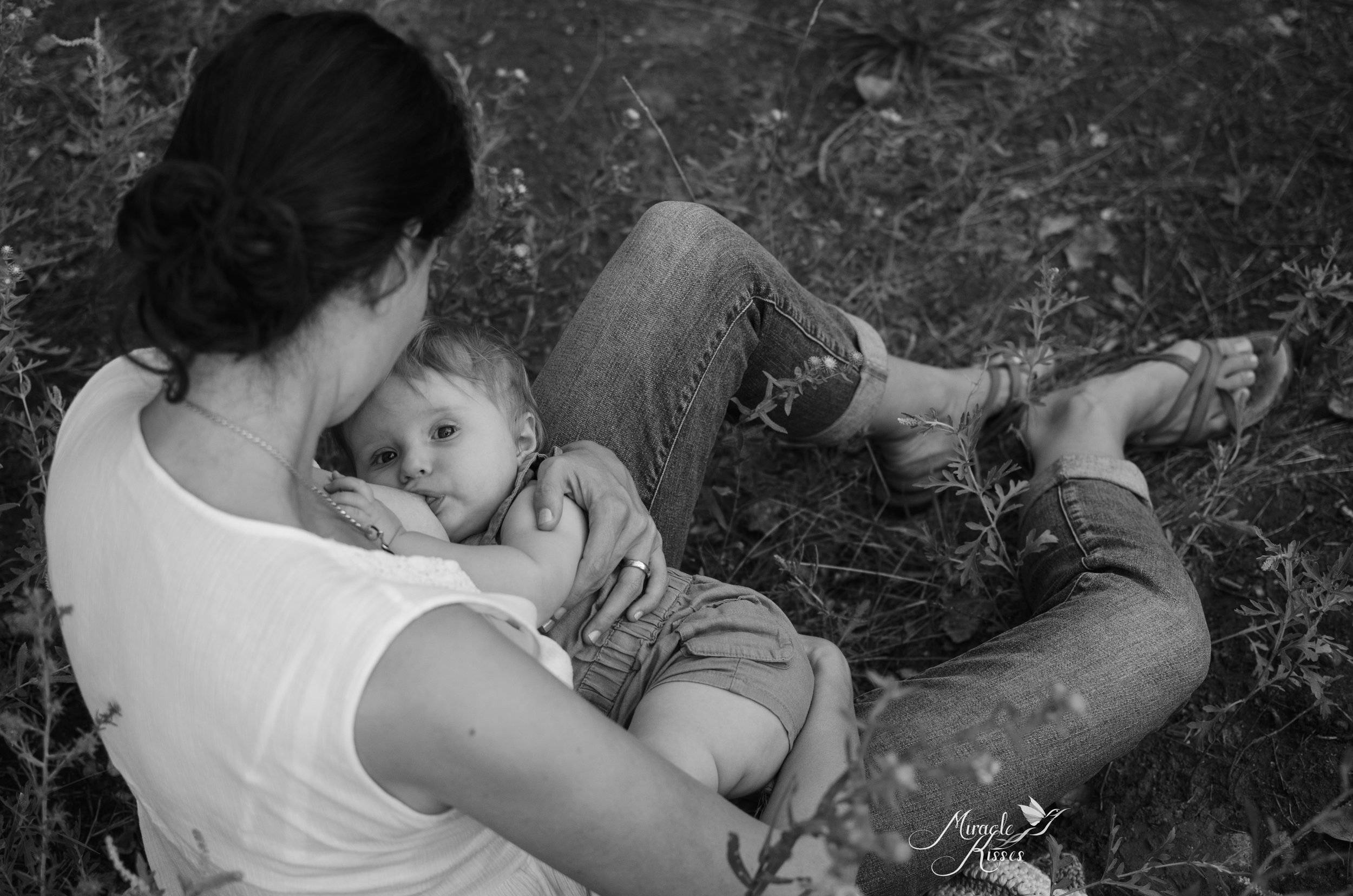 breastfeeding in Arvada, black and white photo, liquid gold