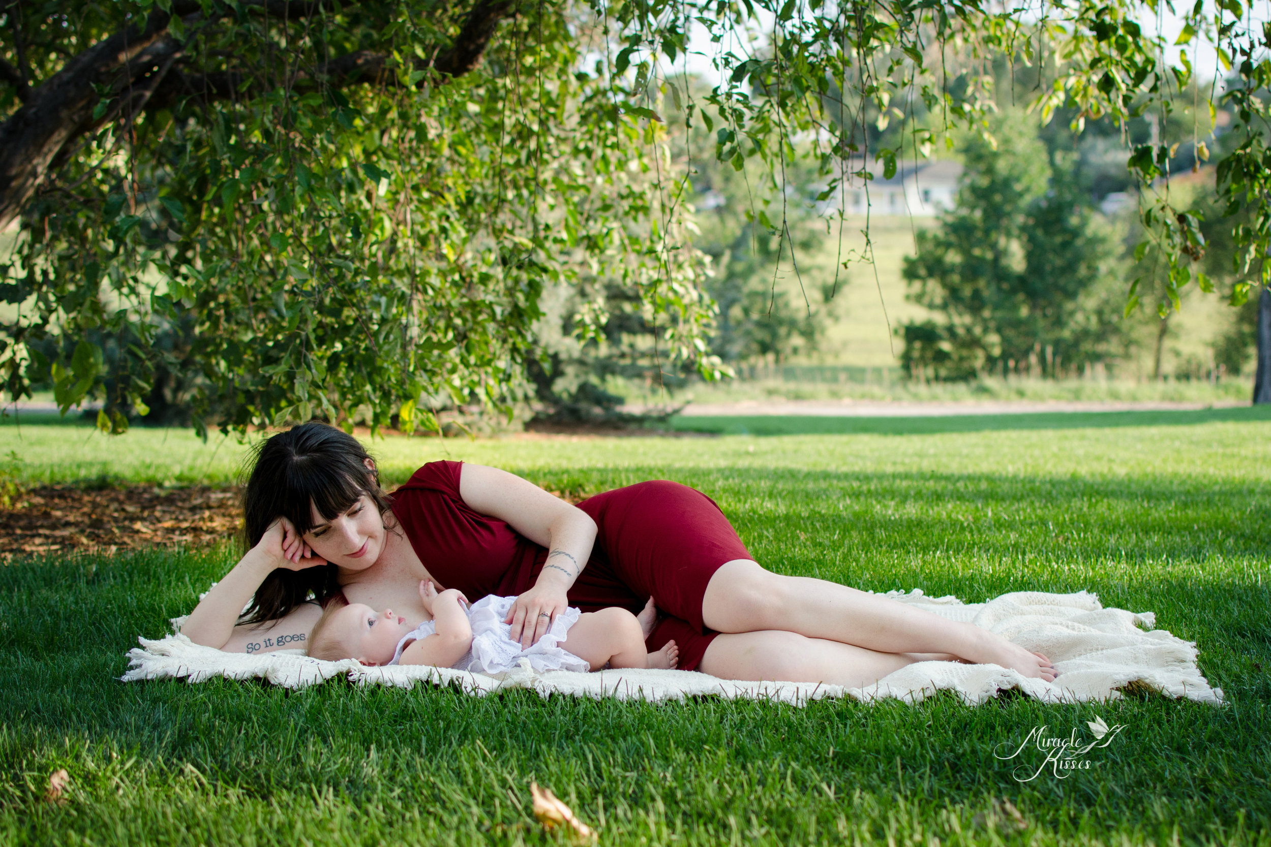 lay down nursing, miracle kisses photography, mommy and me