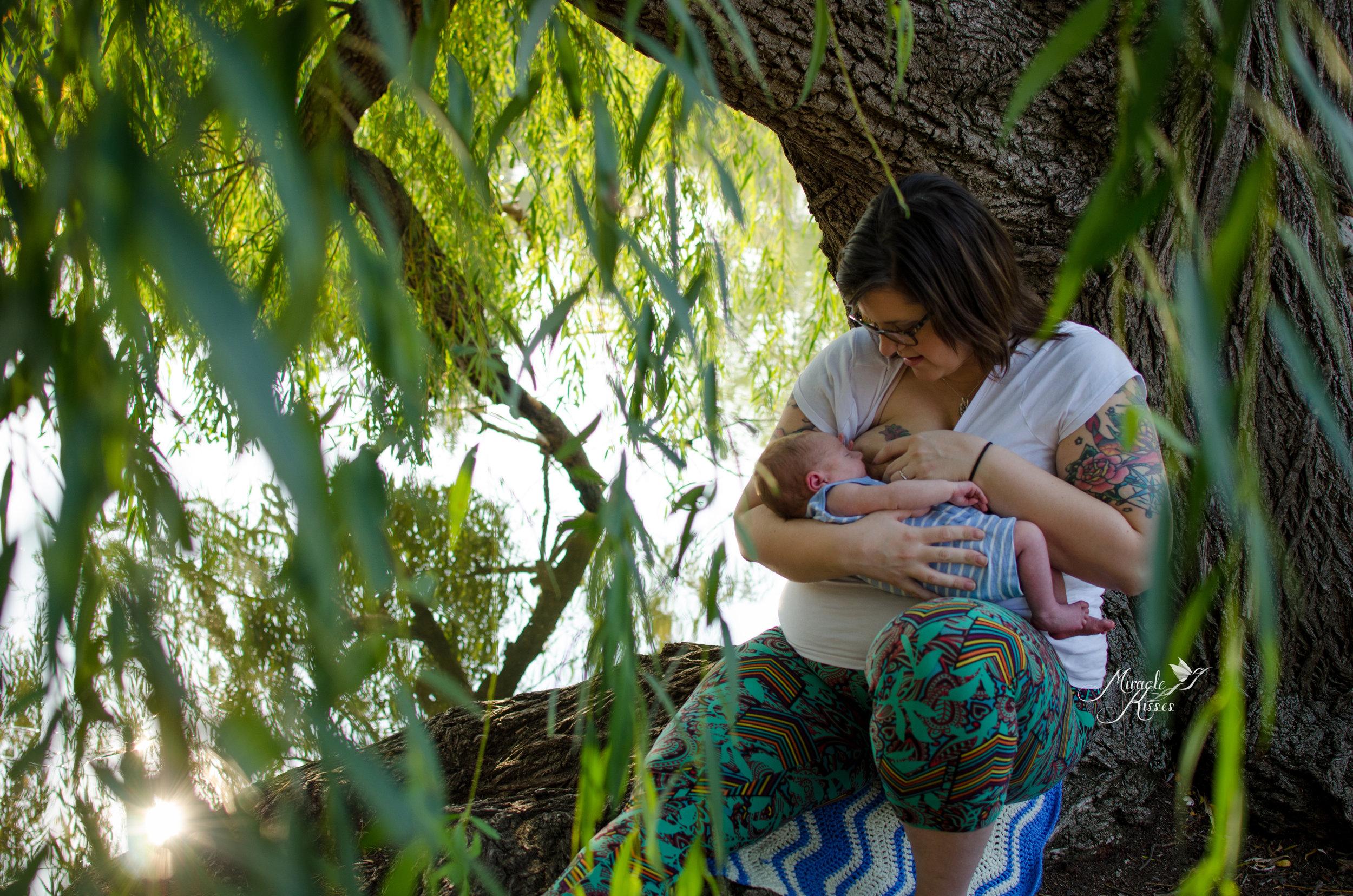 breastfeeding in nature, outdoor newborn photography, colorado bond project