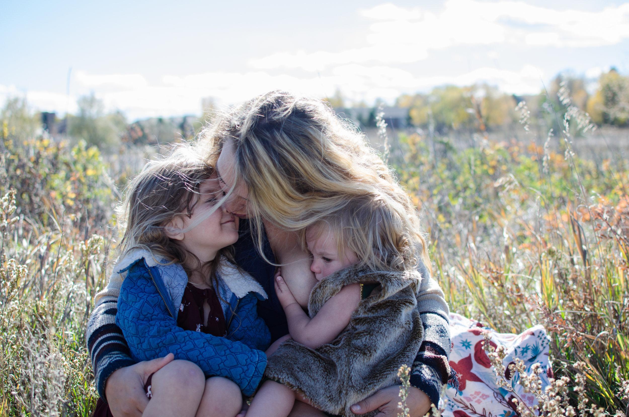 colorado mom photo, miracle kisses, outdoor breastfeeding, liquid gold