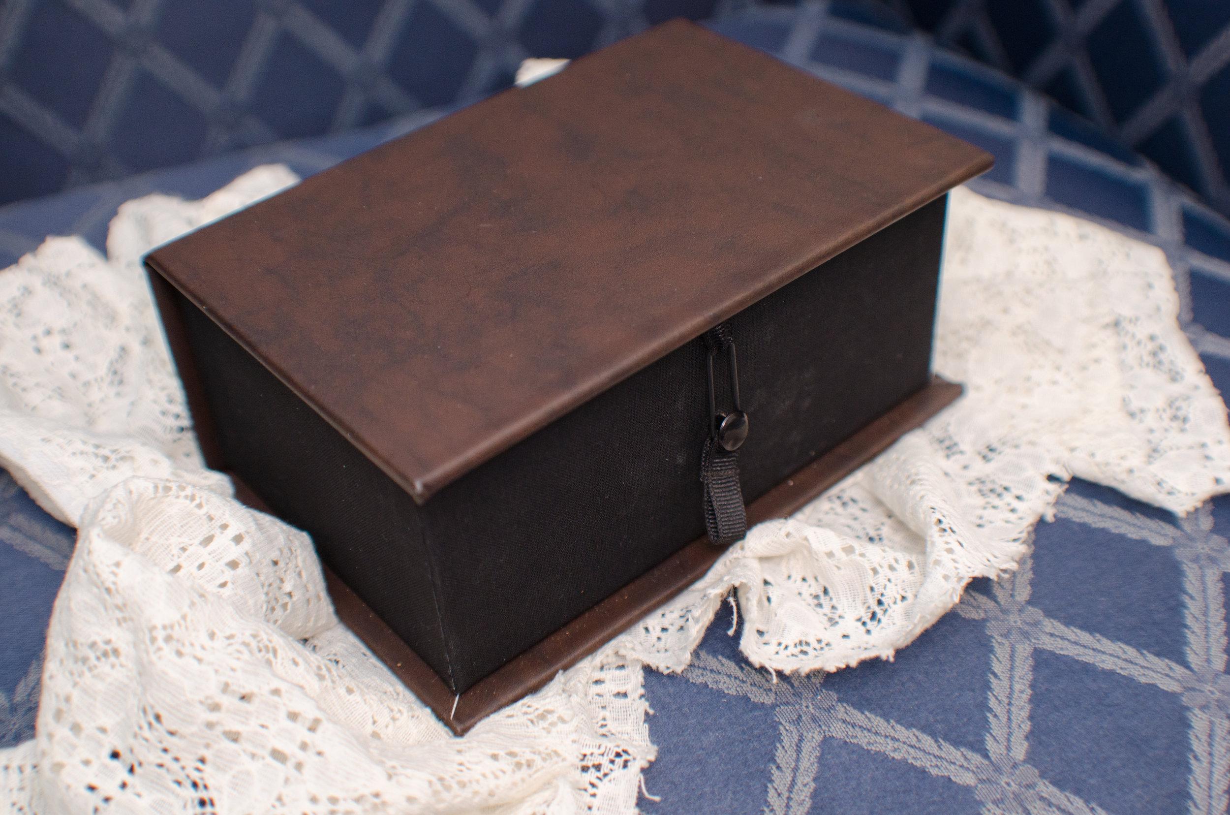 Photographer keepsake photo box