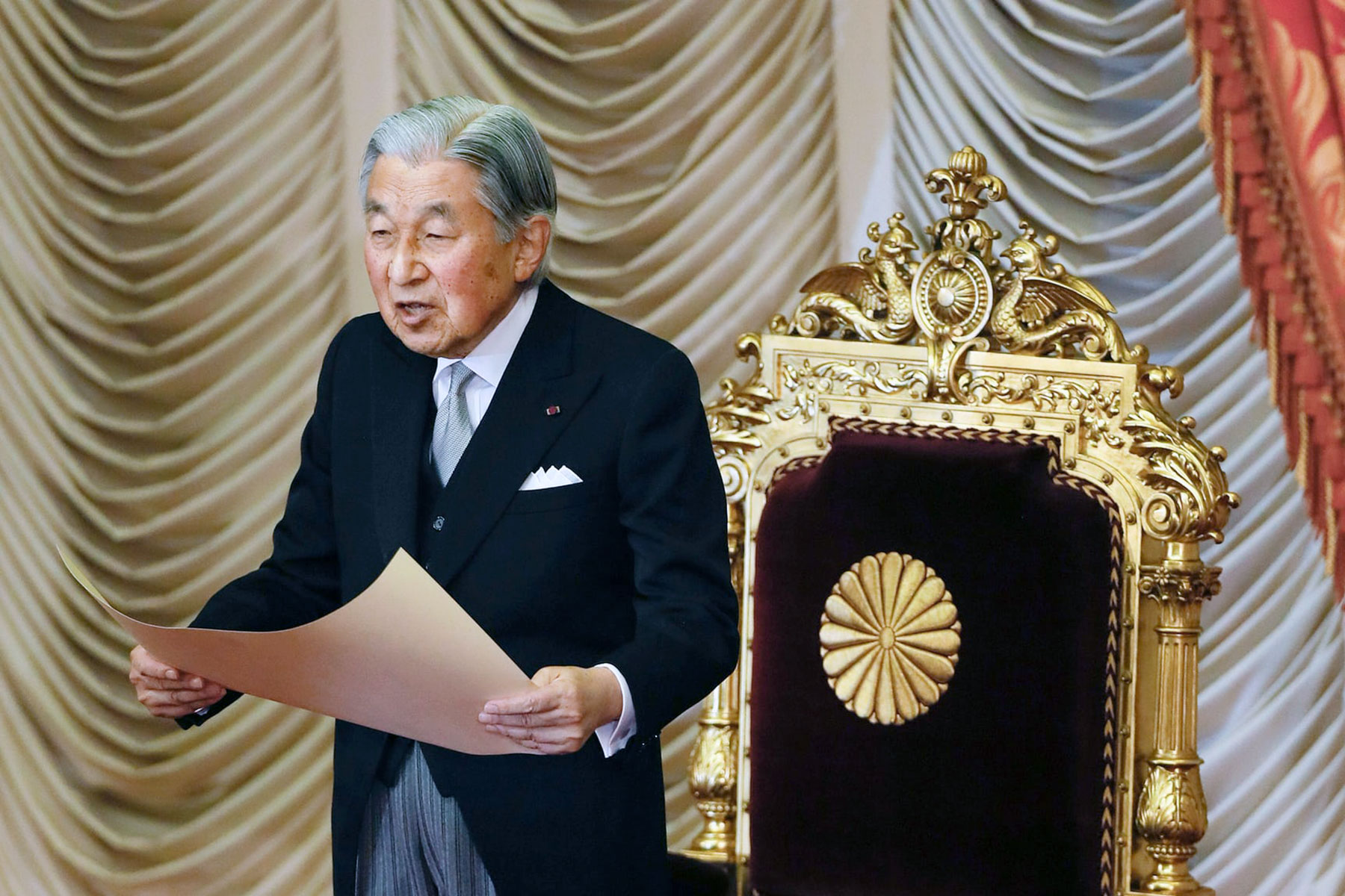 AkihitoAbdicationPhoto.jpg