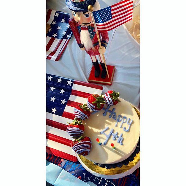 When clients should be food stylists. @onesunthreestars #fourthofjuly #weekend #redwhiteandblue . . . #foodstyling #foodporn #foodshare #yum #patriotic #american #flag #cakes #vegan #paleo #cakedecorating #baking #healthyfood #sweettooth #treats #friyay #mood #foodies #nyeats #eatingfortheinsta