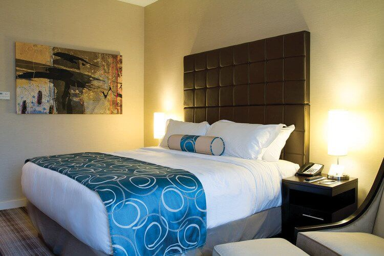 Grande-Rockies-Guest-Room-Canmore.jpg