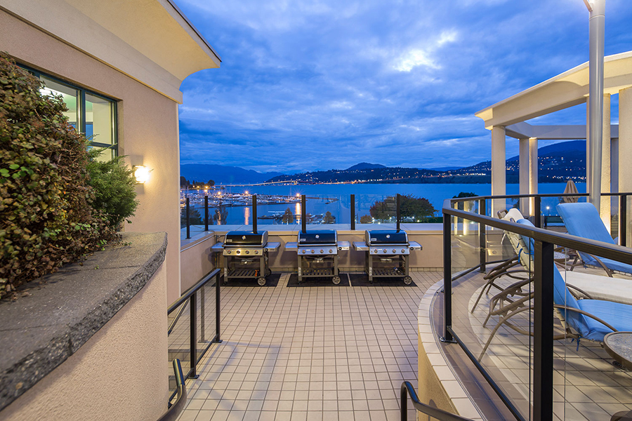 Royal-kelowna-bbq-deck-web.jpg