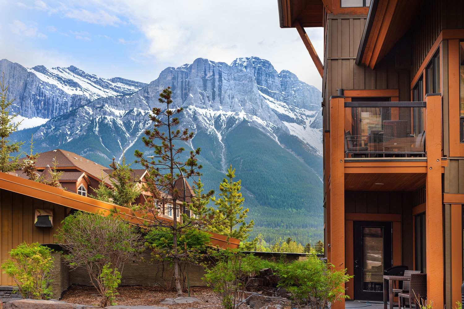 Solara-Resort-spa-Canmore-Mountain-view.jpg